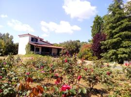 Beautiful cottage with a rose garden, Oikhalía