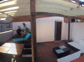 big flat next to the beach barcelona, 巴達洛納