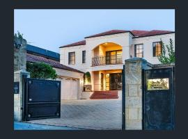 Beachside Luxury Mansion, Perth