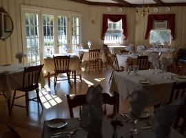 Lovetts Inn