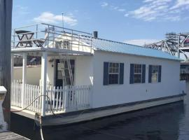 Houseboat-Downtown Providence, Providence