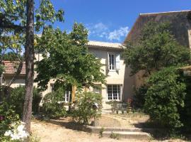Maison Daumas Billard Français et Piscine, Robion