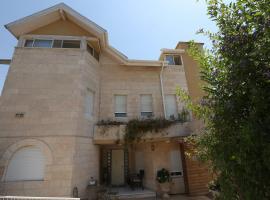 Gesharim (Magi's House), Mevasseret Zion