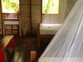 Roots Jungle Retreat, Marigot