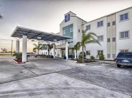 Motel 6 Mission, Mission