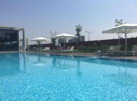 W PRIME 2 BEDROOMS LUXURY APT - POOL & GYM, Tel Aviv