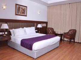 Lilywhite Hotel, Ņūdeli