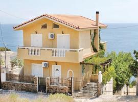 Three-Bedroom Holiday Home in Porto Ennea, Vromopoúsi