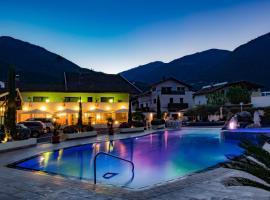 Schlosshof Charme Resort – Hotel & Camping, Lana