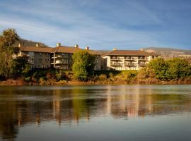 Riverland Inn & Suites