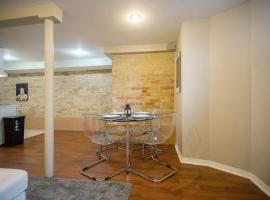 Grand Forest Hill 2BR Hideaway!, Toronto