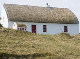 Aran Thatch Cottage, Golveja