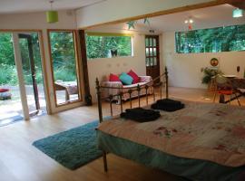 The Woodland Cabin, 우튼브리지