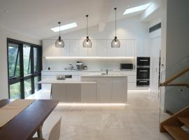 Sydney North Shore House with mountain view and Brand new renovation!, Forestville