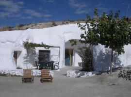 Cuevas Alcobas, Baza