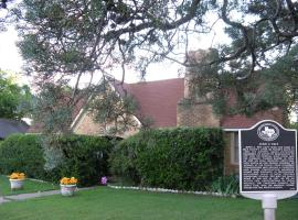 Alla's Historical Bed and Breakfast, Spa and Cabana, Dallas