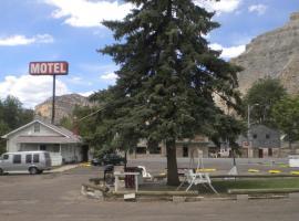 Riverside Motel, Helper