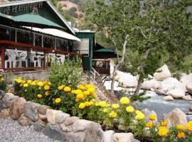 The Gateway Restaurant & Lodge, Three Rivers