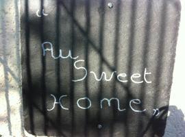 Au Sweet Home, Boz