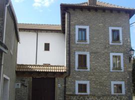 Casa Batán, Larrés