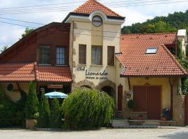 Club Leonardo Étterem És Panzió, Mogyorósbánya