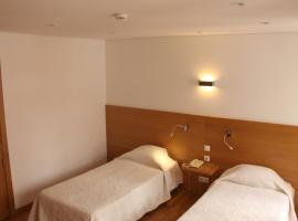 Hotel Zenite, 앙그라두에루이스무