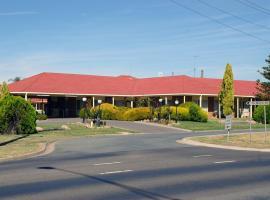 Pines Country Club Motor Inn
