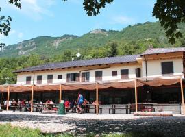 Wolf Village, Demonte