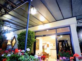 Hotel Clinton, Casoria