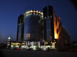 Al Bustan Crown Hotel 2