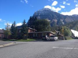 Canadian Rockies Inn, Field