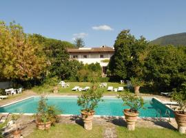 薇洛雷西別墅酒店, 塞斯托-菲奧倫蒂諾