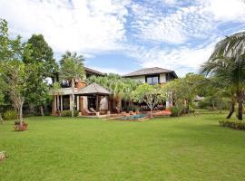 Chom Tawan Villa, Layan Beach