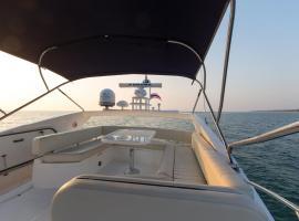 Maikhao Dream Luxury Yacht, Por Bay