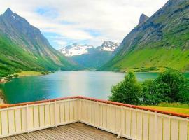Two-Bedroom Holiday home in Norangsfjorden, Urke