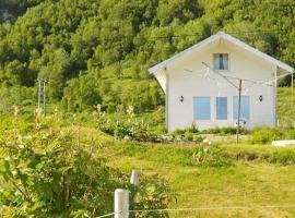 Three-Bedroom Holiday home in Vannvåg, Kvitnes