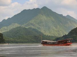 Mekong Cruises -The LuangSay Lodge & Cruises - Houei Say to Luang Prabang, Pakbeng