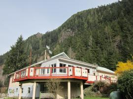 Cedars Inn, Zeballos