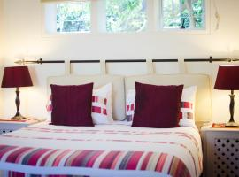 Paradiso Guesthouse & Self-catering Cottage, Constantia