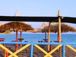 Cabaña Robinson Crusoe, El Islote
