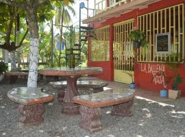 La Ballena Roja Guest House and Cafe, Uvita