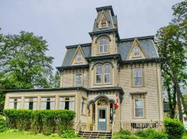 Bluenose Lodge and Victorian Inn, Lunenburg