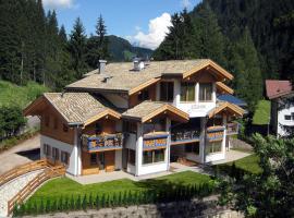 Color Home Suite Apartments, Predazzo