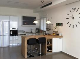 Luxury Duplex Loft, Kefar Sava