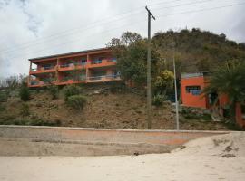 3 Martini Hotel/Apartments, Crab Hill