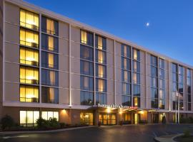 Fairfield Inn Suites Louisville Downtown 3 Star Hotel This Property Has Agreed To Be Part Of Our Preferred Program Which Groups Together