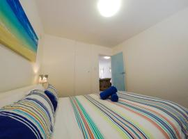 Two Bedrooms, Beachside and Parking, Sydney