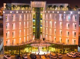 Aronani Hotel, Hail