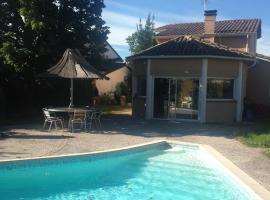 Villa Toulouse with Pool, 툴루즈