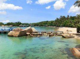 Whale Island Resort, Dam Mon